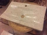 Lavabo sobre encimera de resina. Mide 60 cm x 46 cm x 9 cm de alto