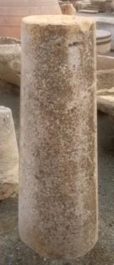Rulo de piedra viva. Mide 40 cm de diámetro x 1.20 cm de alto.