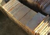 Ladrillo de suelo antiguo. Mide 29x14x2,5 cm. En stock hay 125 Uds = 5,07 m2