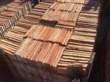 Losa de barro antigua. Mide 19x19x1,5 cm. En stock hay 701 Uds = 25,31 m2