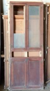 Alacena de madera antigua. Mide 89 cm de ancho x 2.34 cm de alto