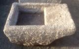 Pila de lavar antigua, mide 1 mt x 63 cm x 40 cm de alto.