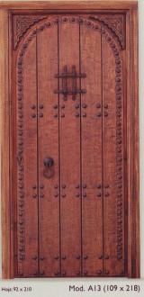 Medidas: 1.09 cm ancho x 2.18 cm alto. Con cerradura de seguridad, madera maciza de pino rojo.