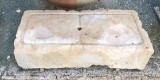 Piedra de sacrificio antigua. Mide 88 cm x 40 cm x 22 cm de gruesa