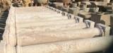 Columnas de piedra travertino de acabado abujardado. Cada base y cada capitel mide 40x40x25 de alto y cada fuste mide 2 mts x 30 cm de díametro, hacen un total de 2,50 ml
