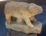 Escultura hecha en piedra natural con cincel y martillo. Mide 50 cm
