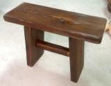 Asiento de madera rústico hecho a mano. Mide 62 x 25 x 43 cm alto