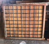 Ventana de madera con reja. Mide 1.26 cm de ancho x 1.11 cm de alto