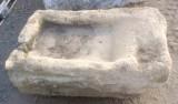 Pila de lavar antigua, mide 1 mt x 65 cm x 34 cm de alto.