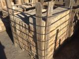 Ladrillo de suelo antiguo. Mide 28x14x2,5 cm. En stock hay 624 Uds = 24,46 m2
