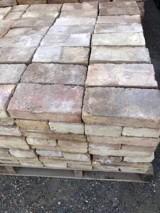 Ladrillo de muro cara vista. Mide 22 cm x 11.5 cm x 4.5 cm. En stock hay 1225 Uds.