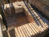 Losa de barro antigua. Mide 24x24x3,5 cm. Hay 158 Uds = 9,10 m2