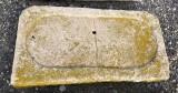 Piedra de sacrificio antigua. Mide 75 cm x 39 cm x 7 cm de gruesa