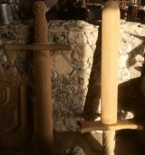 Pareja de Espadas de piedra natural. Miden 1,33 cm x 50 cm
