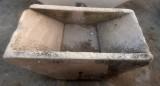 Pila de lavar antigua doble, mide 1.17 cm x 76 cm x 28 cm de alta.