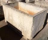Pilón rectangular de piedra. Mide 1.53 cm de largo x 87 cm de ancho x 86 cm de alto x 76 cm de profundidad