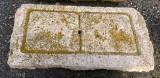 Piedra de sacrificio antigua. Mide 82 cm x 43 cm x 8 cm de gruesa