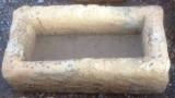 Pila de piedra arenisca, mide 70 cm x 35 cm x 23 cm de alta