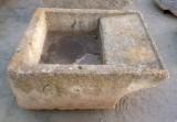 PIla de lavar antigua, mide 1.05 cm x 90 cm x 38 cm de alta.
