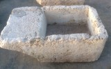 PIla de lavar de piedra antigua, mide 1.13 cm x 67 cm x 42 cm de alta.