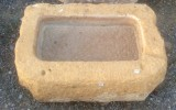 Pila de piedra viva. Mide 56 cm x 39 cm x 15 cm de alta.