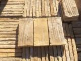 Ladrillo de suelo antiguo. Mide 28x14x4 cm. En stock hay 228 Uds = 8,94 m2